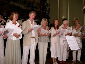 Een deel van Voci d'Angeli tijdens een zomers optreden.
